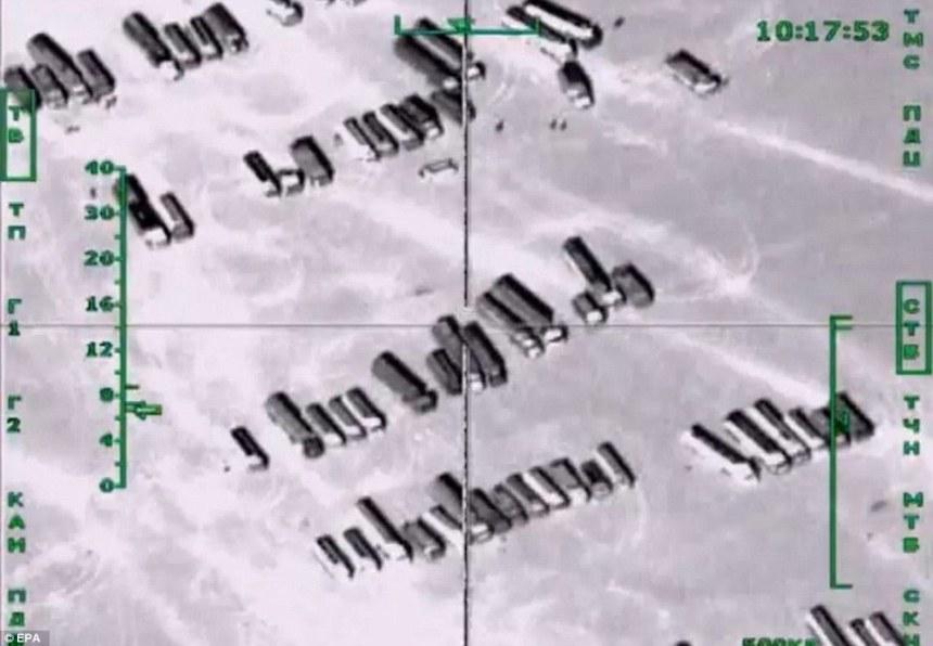 Cisterny v Sýrii v hľadáčiku bombardéra