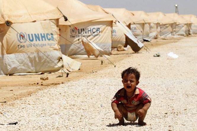 Dieťa sýrskych utečencov plače v jordánskom tábore pre utečencov Al Zaatri, ktorý sa nachádza v meste Mafraq neďaleko hraníc Sýrie Syria, August 3, 2012. REUTERS/Muhammad Hamed