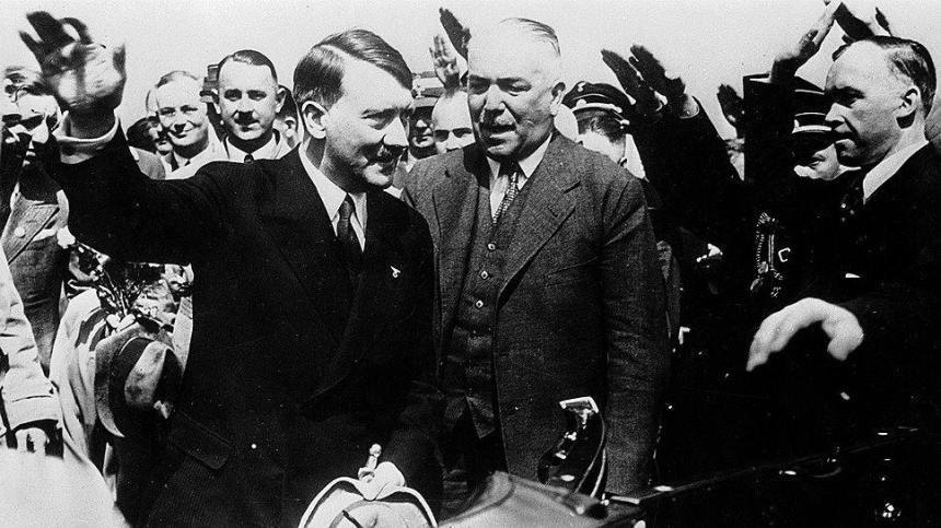 Na fotke je ríšsky kancelár Adolf Hitler a poľský diktátor maršal Józef Piłsudski.