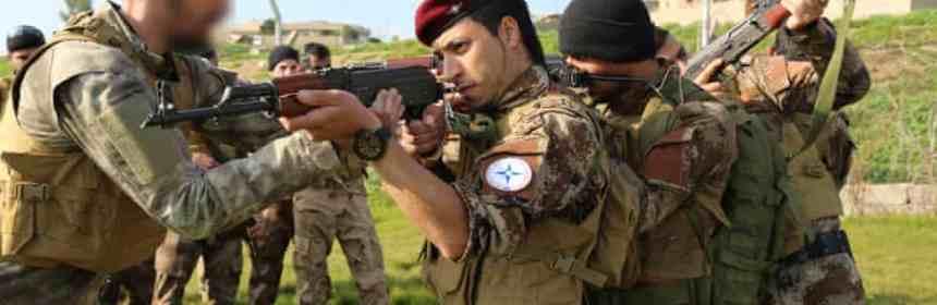 Dobrovoľníci z USA cvičia vojakov v Iraku proti Islamskému štátu