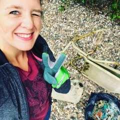 Victoria Blocksdorf, die Gründerin der Blockblocks Rhein Cleanup gGmbH kämpft gegen den Müll im Rhein