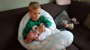 Grote broer en zus. De eerste maand met de baby