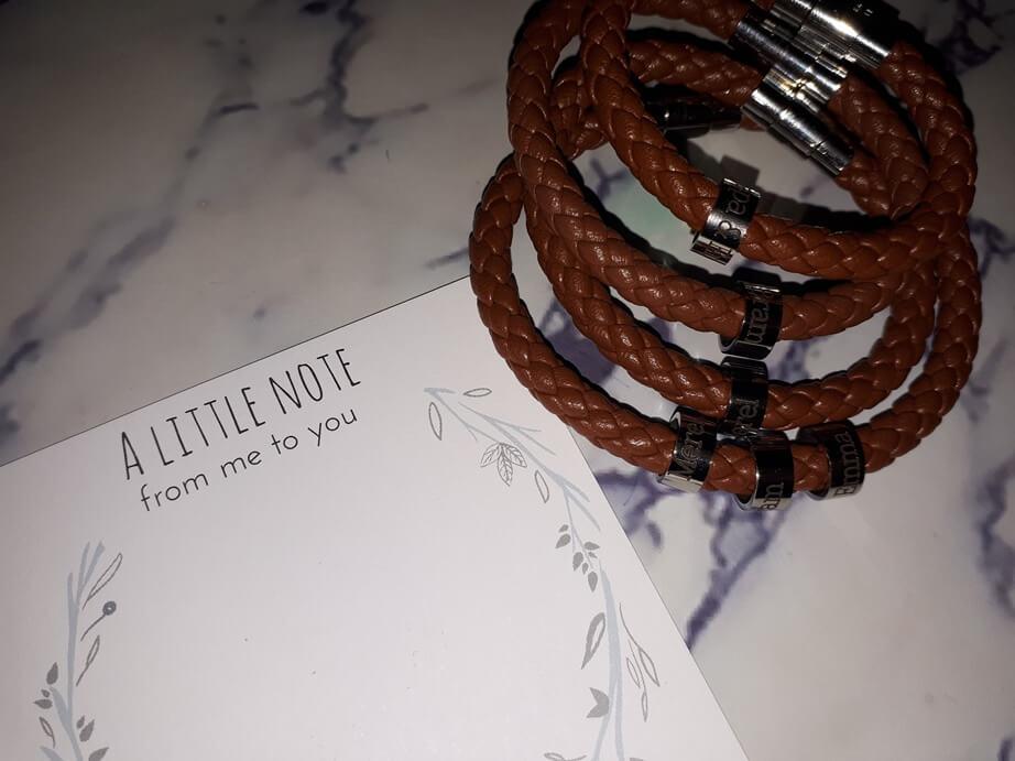 armband met naambedels