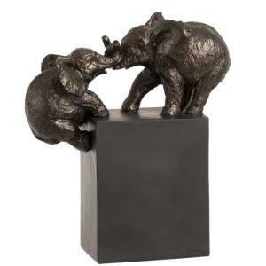 Ornament olifanten klimmend bruin 27cm