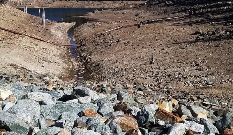 Vertrocknetes Flussbett Klimawandel