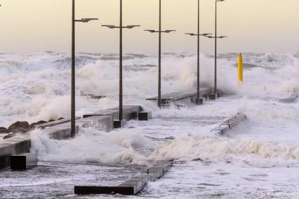 Sturm in Løkken an der Mole