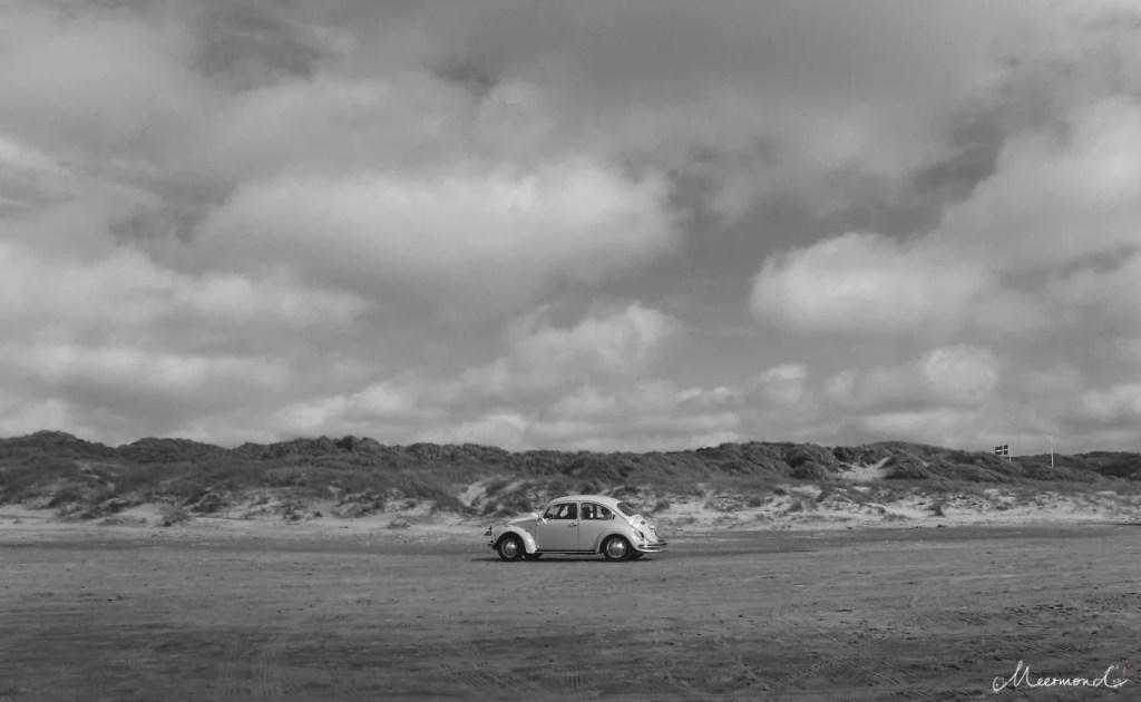 Auto auf dänischem Strand