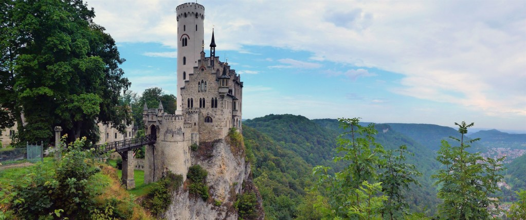 Fairytale Castles in Pictures, Pictures of Germany's Fairytale Castels to give you wonderlust. Stunning pictures o Germany's iconic Fairytale Castles. Castles that look like they are straight from a Disney Movie Set. #GermanyCastles #GemanCastles #BavarianCastles #FantasyCastles #FairytaleCasles #PicturesOfCastles #PicturesOfBeautifulCasltes #GermanRoadtrip #GermanyInPictures #BeatifulCasltesOfGermany #RoadtrippingEurope #EuroVenture #BackpackingEurope #BackpackBecki