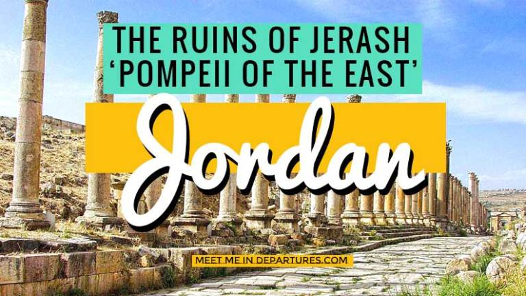 The ruins of Jerash, dubbed the Pompeii of the East. Visiting the beautiful Roman ruins just north of Jordans capital Amman. Stunning Colosseums, Cobbled streets and crumbling temples #Ruins #RomanRuins #Jerash #Jordan #MiddleEast #TempleBashing