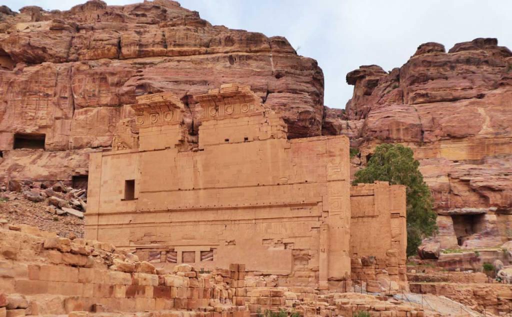 Qasr-Al-Bint-at-Petra-ruins-Optimised