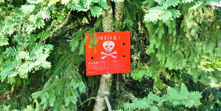 Land-Mine-sign-on-the-Bosnia-side-of-the-trail Optimised