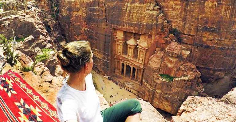 Looking-down-on-the-Treasury-in-Petra-Jordan-Optimised