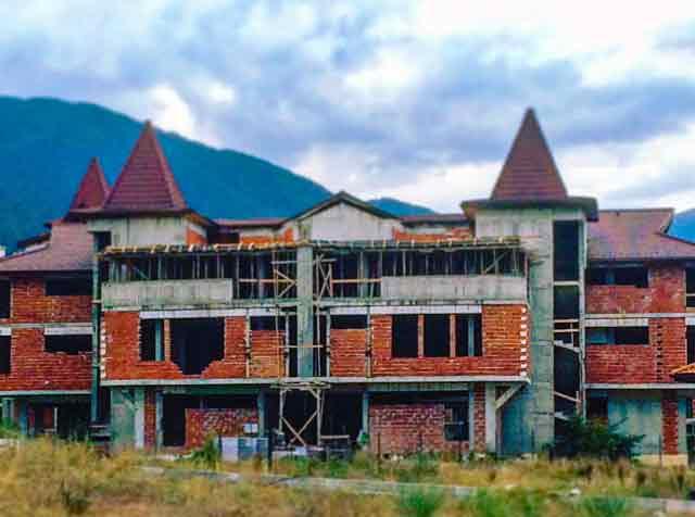 abandoned-places-in-bulgaria-bansko-ghost-buildings-3-optimised