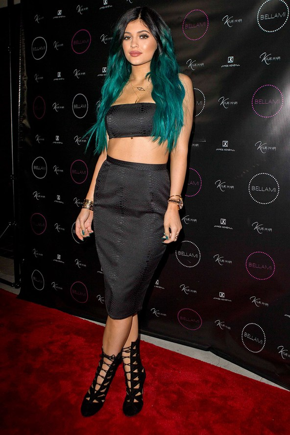 Kylie-Jenner_glamour_14nov14_spl_b_592x888