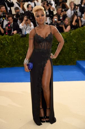 Mary J. Blige in Lacy Laperla