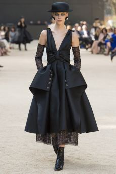http---bae.hypebeast.com-files-2017-07-chanel-2017-fall-couture-collection-52