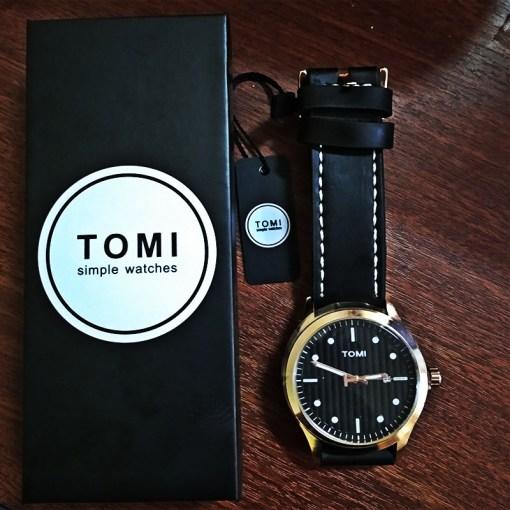 Reloj Simple con Correa y Caja Negra
