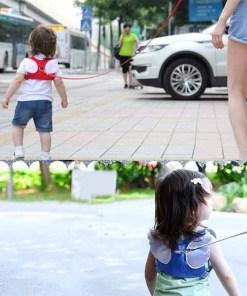 Niño con Arnés de Seguridad Anti Pérdida al Aire Libre