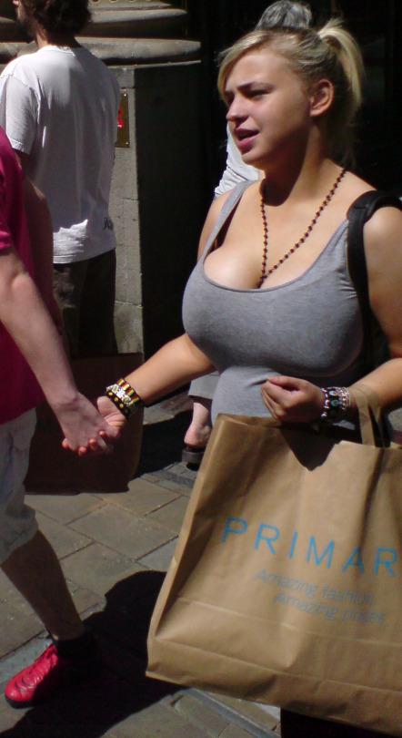 Candid great boobs walking in the street