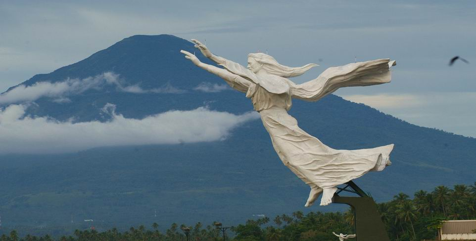 Estatua del Cristo de Manado Patung Yesus Memberkati