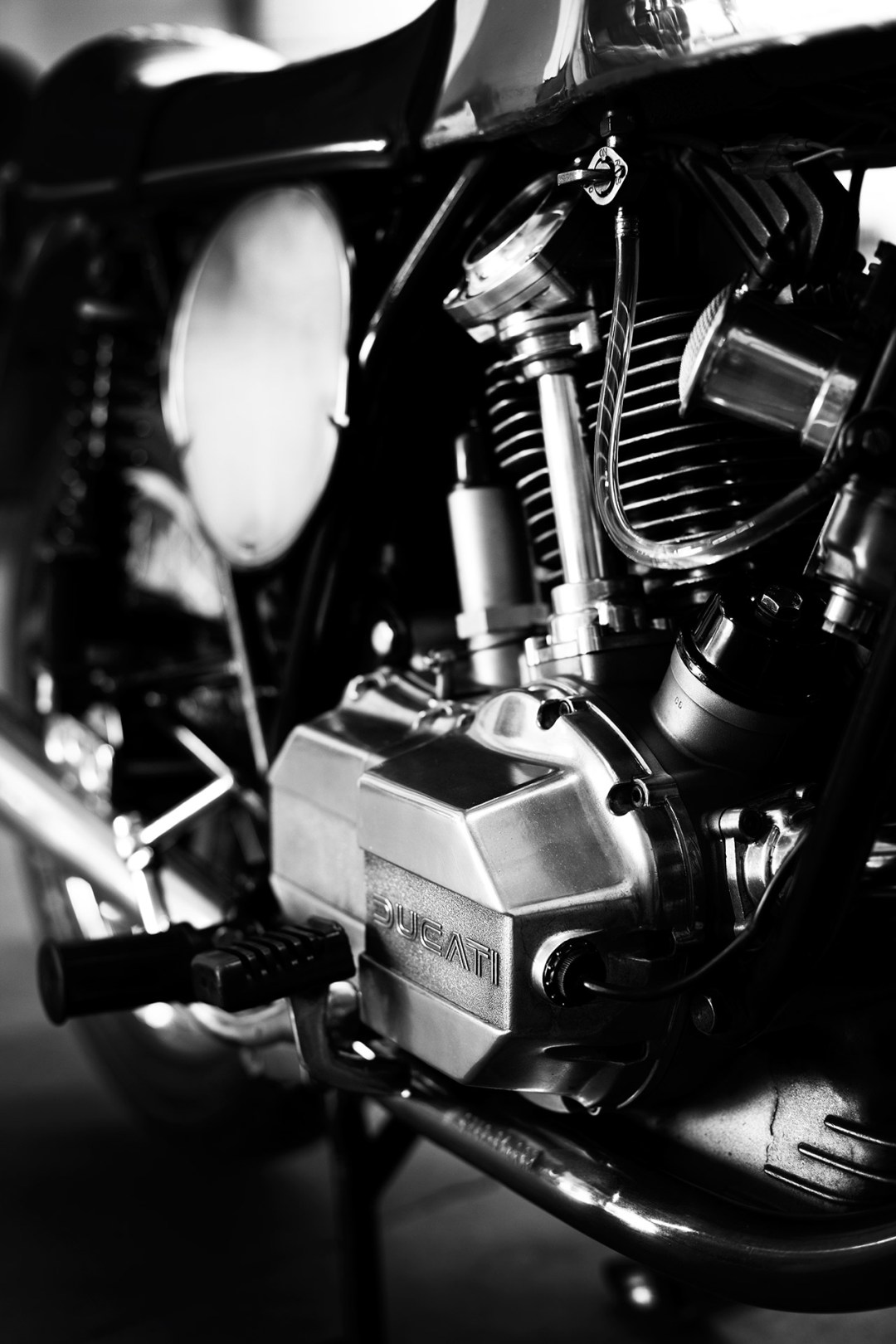 Nick Huber's Ducati 900 GTS Cafe (7)
