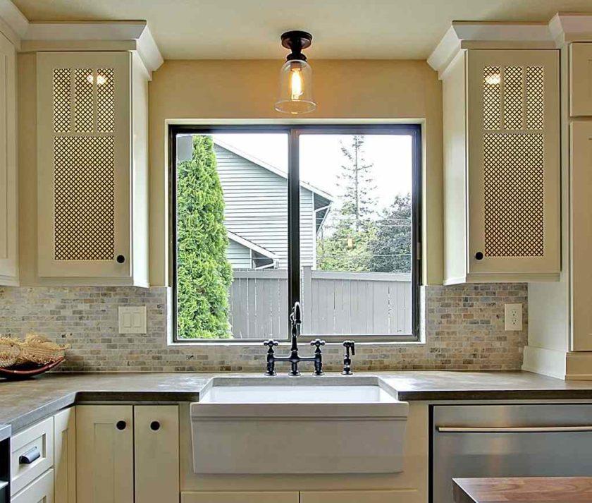 фото кухни рабочая поверхность у окна окружают