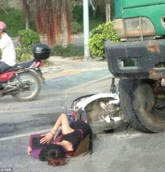 garota acidente