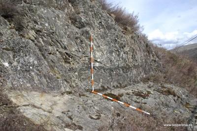 La vía tallada en la roca en Erredorai