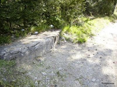 Piedra del Paso de Roldan en Linzoain