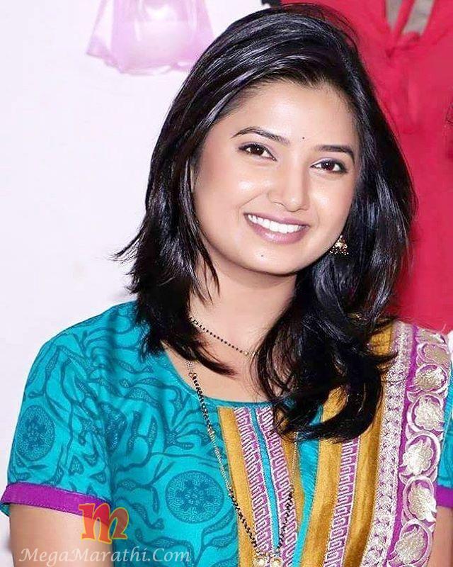 Cute Marathi Actress Wallpapers Prajakta Mali Marathi Actress Bio Hd Photos Hot Cute Meghana