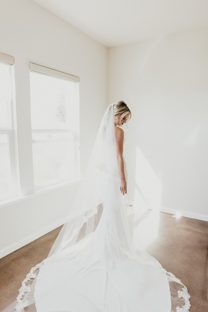 Megan Claire Photography | Northern California Wedding Photographer. Bride getting ready photos @meganclairephoto