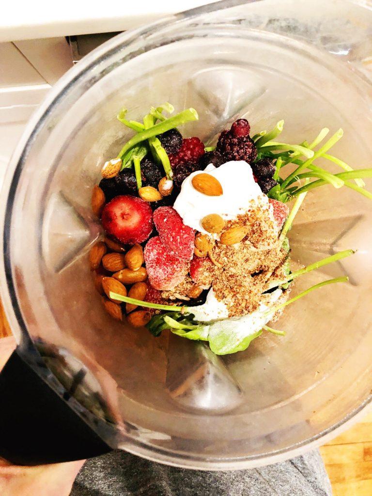 breakfast ideas - smoothie in blender