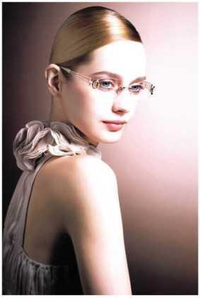 日本では一番大きなメガネメーカーLine Art(ラインアート)