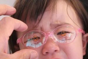 赤ちゃんとメガネ