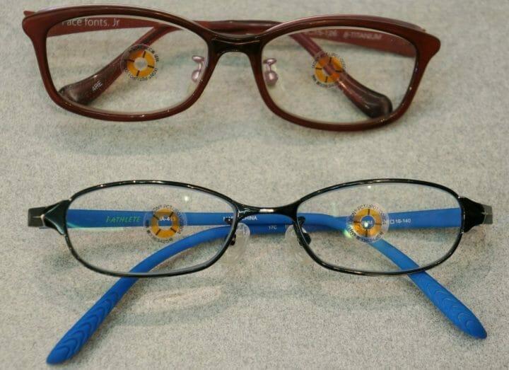 使用中の眼鏡2つ