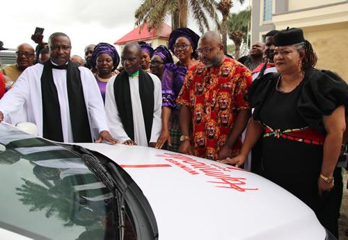 Kenneth Ekhuemelo Receives Hymnodia Car Prize In Church Amidst Jubiliation