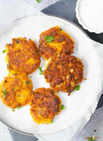 chickpea squash fritters plated in a vegan lunch box