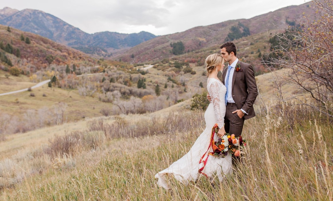 Fall floral mountain wedding inspirational shoot with couple and horse by Northern Colorado and Wyoming Wedding Photographer Megan Lee Photography.