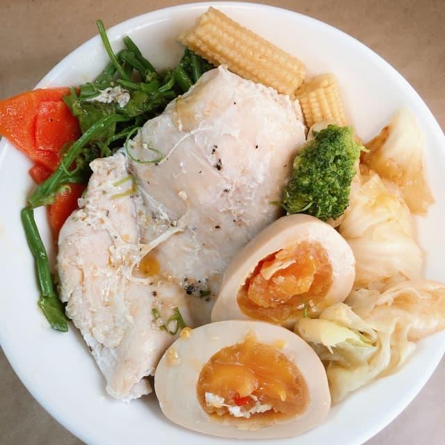 #大學生食譜 滑蛋水煮雞胸肉 - 烹飪板 | Dcard