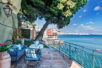 La Pagoda:  Una encantadora villa en Italia con sublimes vistas al golfo de Nápoles que ahora puede ser tuya por €4.9 millones