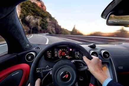 """Increíble recorrido en un poderoso """"McLaren 570S"""" por las sinuosas carreteras de las montañas de Montserrat"""
