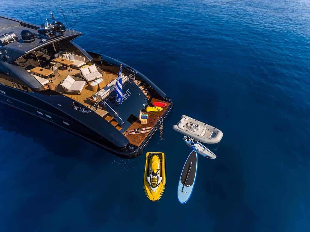 Descubre Grecia como nunca antes a bordo del super moderno mega yate SAINT