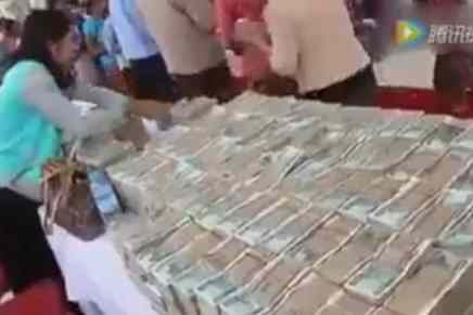 Multimillonario moribundo en Myanmar distribuye todo su dinero a los pobres ¡porque que no podrá llevar su riquezas a la otra vida!