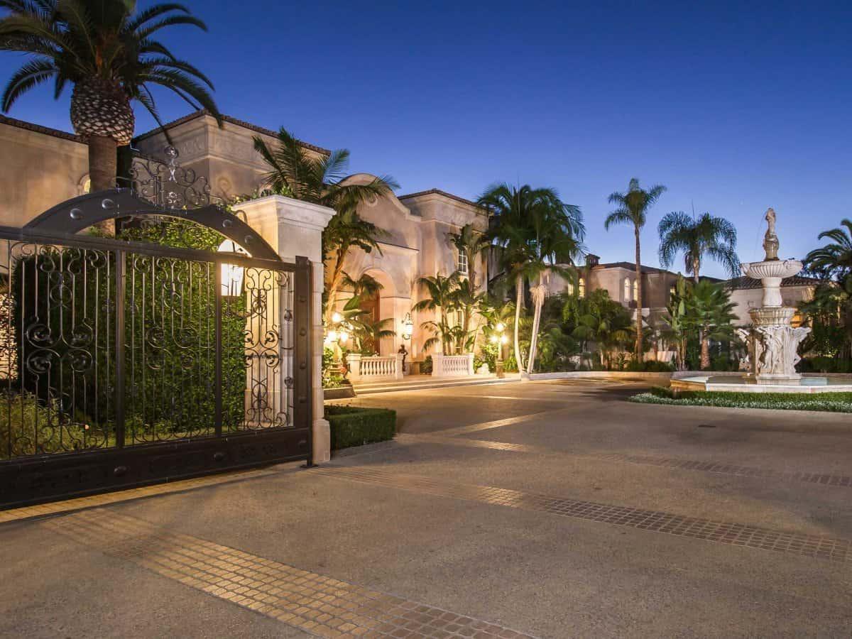 Palazzo di Amore: MEGA MANSIÓN en Beverly Hills con 12 habitaciones y un salón de entretenimiento para 1000 personas, a la venta por $129 MILLONES