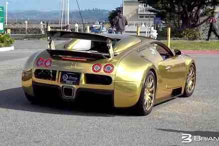 Chequea este mega bestial Bugatti Veyron ¡cubierto en oro! por las calles