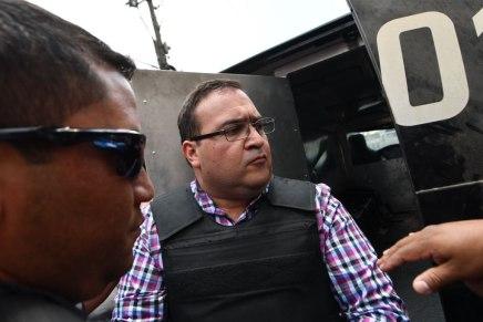 Un exgobernador de México acusado de desviar $3 mil millones de fondos públicos es capturado en Guatemala