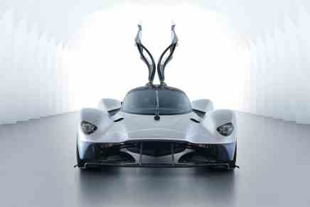 Un vistazo de cerca al Aston Martin 'Valkyrie' de $3 millones y Sí, ¡es legal en la carretera!