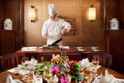 """El restaurante Spring Moon, ganador de una """"Estrella Michelin"""", presenta una propuesta única de alta cocina cantonesa con el lanzamiento de su exclusiva experiencia Chef's Table"""