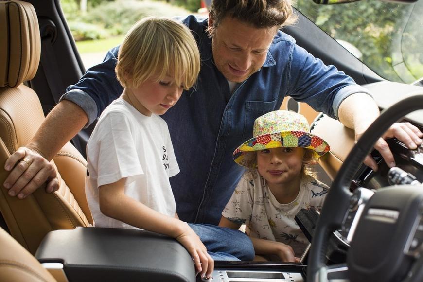 """Land Rover pone una cocina entera en la nueva SUV """"Discovery"""" de Jamie Oliver"""