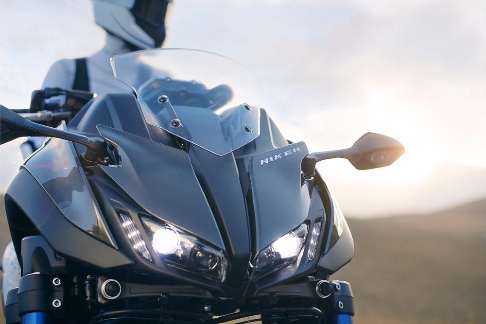 Yamaha presenta la NIKEN 2018, un bestial motocicleta de 3 ruedas para las carreteras